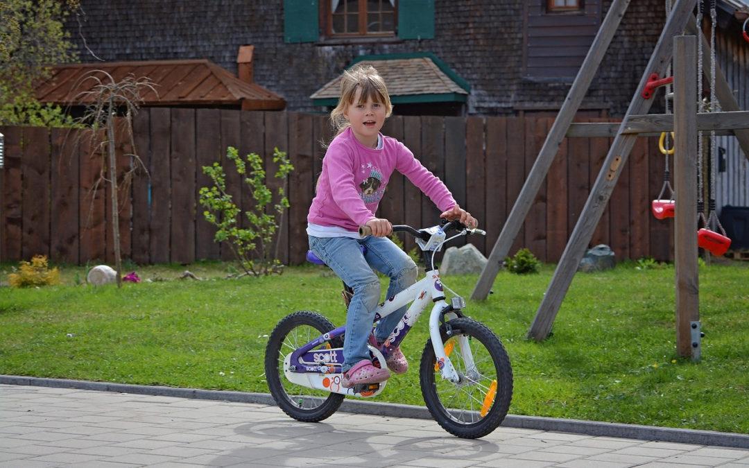 Как научить ребёнка кататься на велосипеде